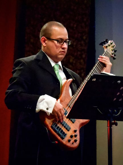 Daniel Menjívar playing Electric Bass